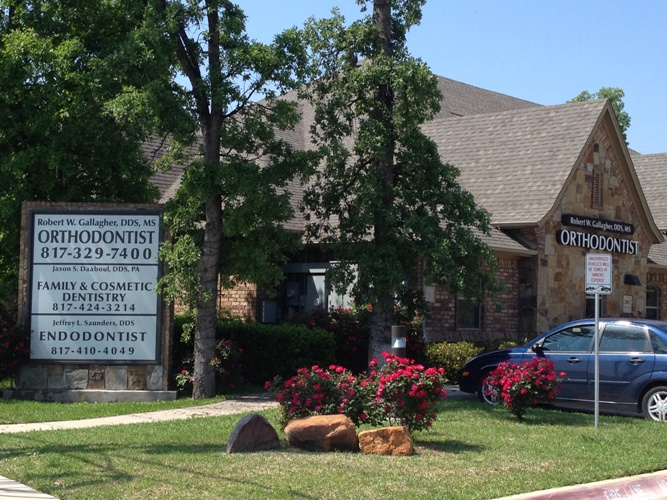 Exterior view of Gallagher Orthodontics in Grapevine, Texas