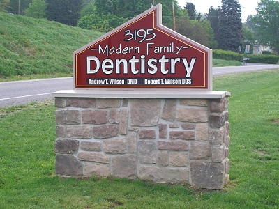 modern family dentistry street sign