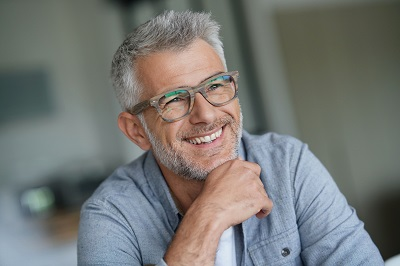 Middle-aged guy with trendy eyeglasses